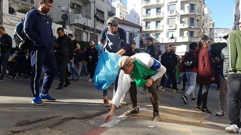 Manifestations en France contre sa candidature — Bouteflika