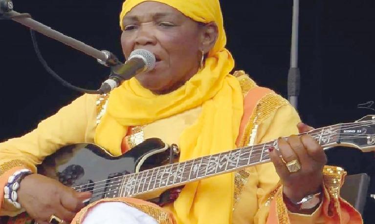 Hasna El Becharia en concert à Alger