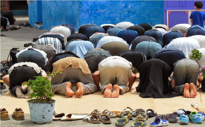 Prière collective au Maroc