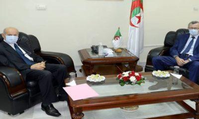 Le ministre de la Communication Ammar Belhimer reçoit le Pdg du Groupe Cevital Issad Rebrab