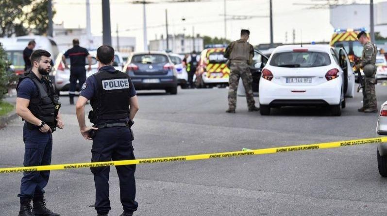 France : un homme menace des policiers avec une hache à Lyon