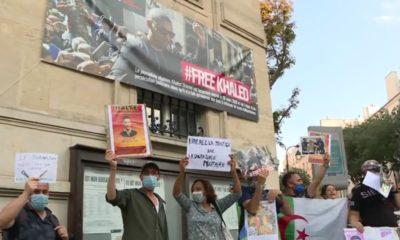 Une banderole déployée à Paris en soutien au journaliste Khaled Drareni