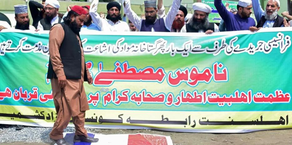 Pakistan : colère et manifestation contre la Une de Charlie Hebdo