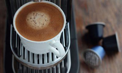 Tasse de café avec capsules